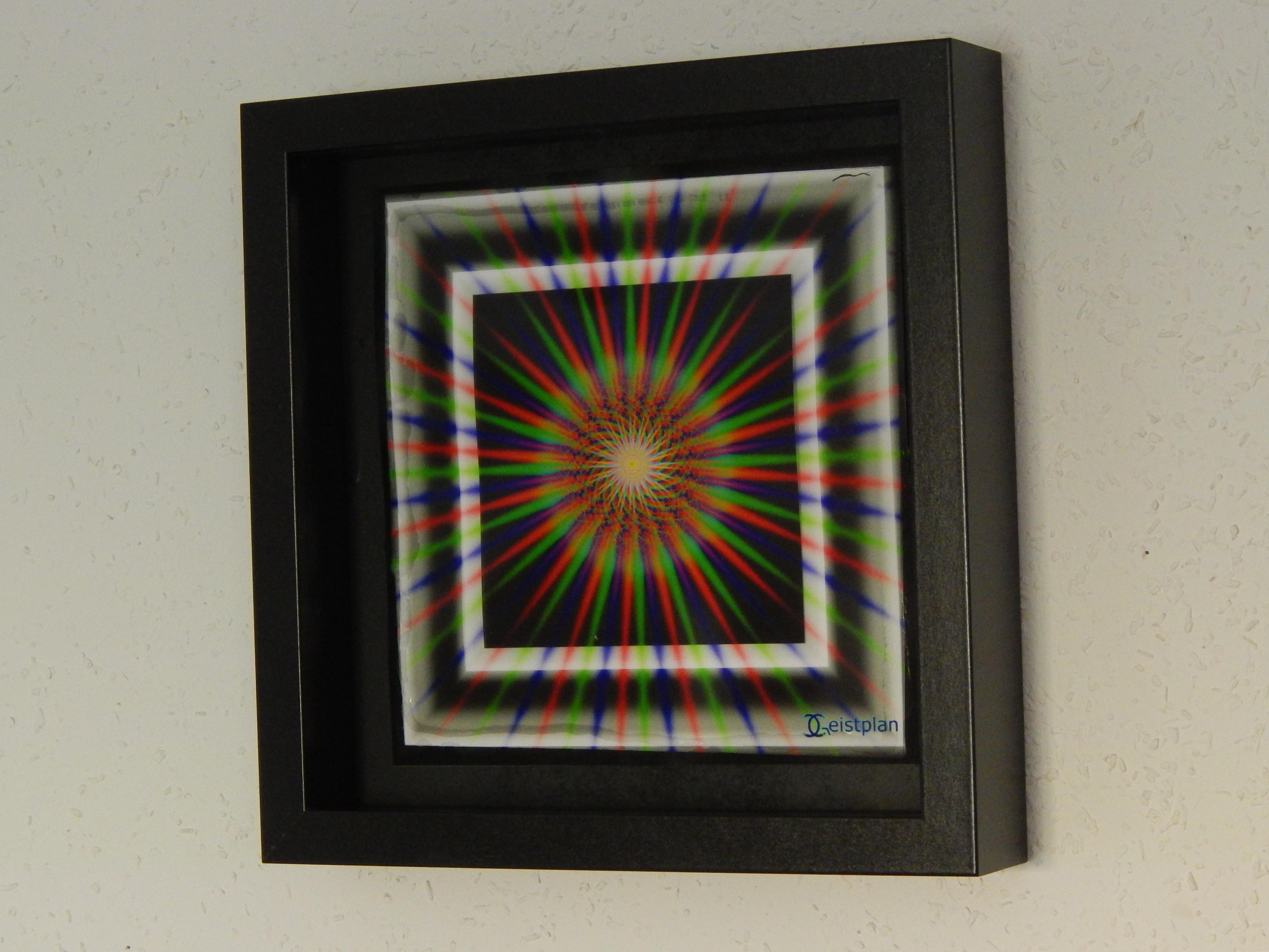 Ein Foto von einem psychodelischen Mandala in einem Objektrahmen