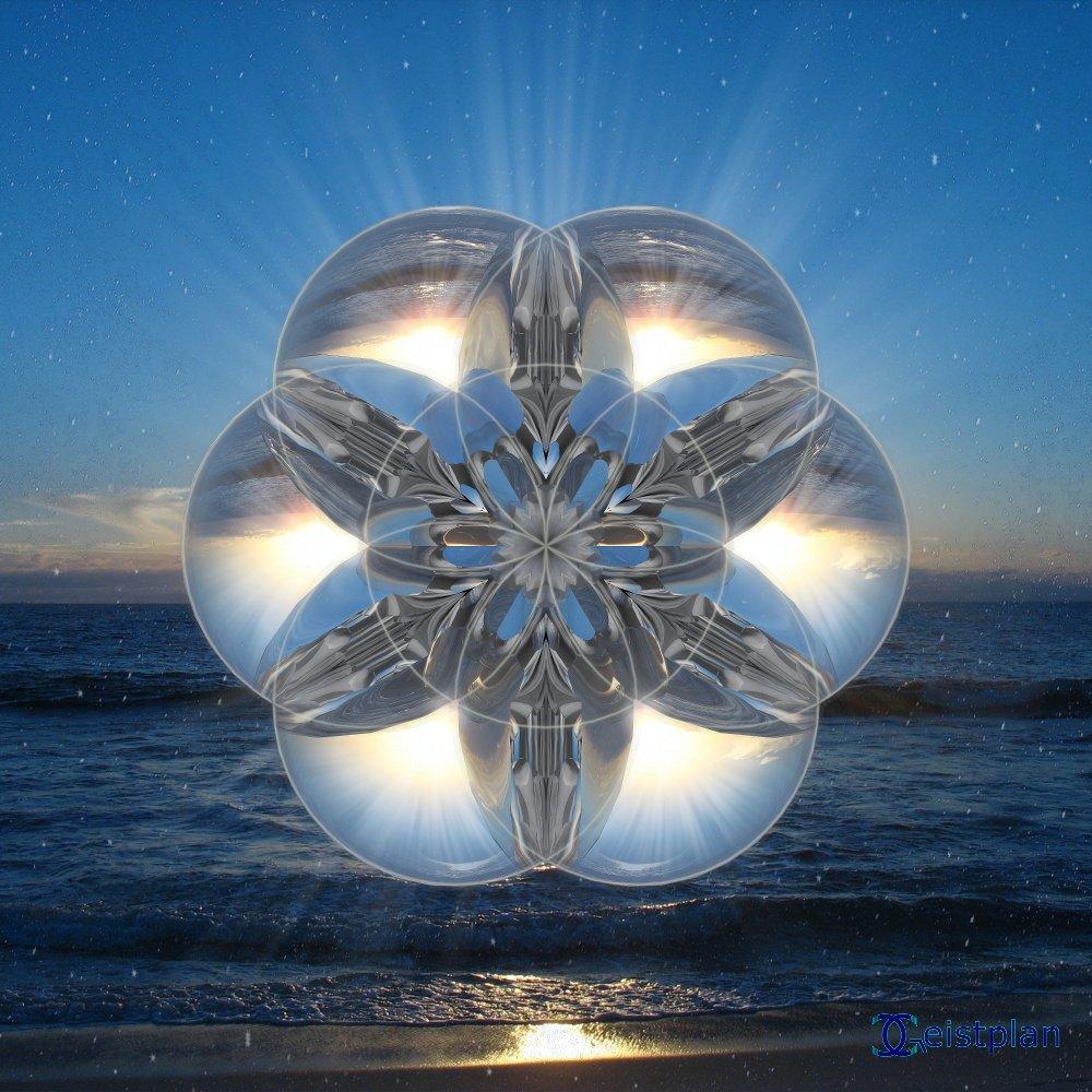 Bild Energiebild oder Mandala. Recht psychodelisch (psychodelic mandala). Titel kristallklare Reinheit komplex ineinenader laufende Glaskugeln, im Hintergrund Meer und Strand. Goa und Natur!