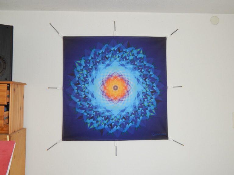 Foto von einem Mandalatuch an einer Wand