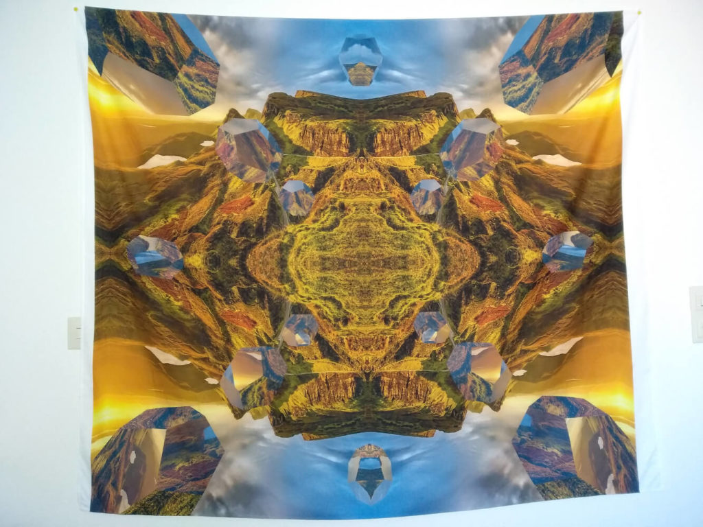Bild zeigt Wandbehang Mandala vom Mandala der Weite, ein aufgehängtes Mandala Wandtuch