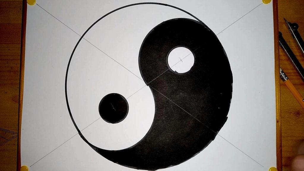 Das fertig gezeichnete Yin Yang Symbols. Anleitung: ein Yin und Yang Symbol zeichnen