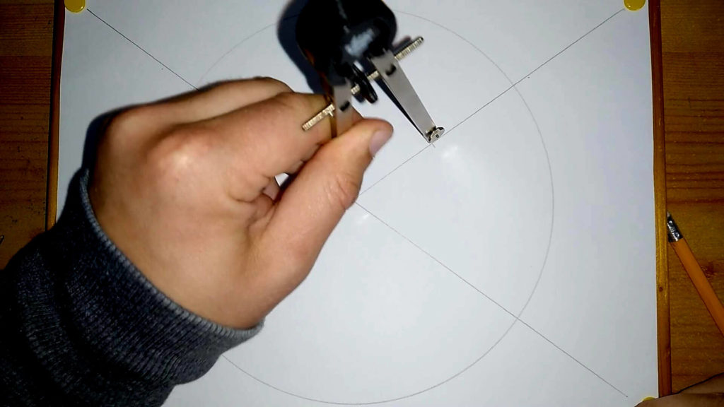 Mit 5cm Abstand werden mit dem Zirkel Markierungen an den Diagonalen gesetzt.