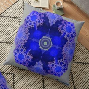"""Bild von einem Kissen mit dem """"Mandala galaktischem Fraktal"""" als Aufdruck"""