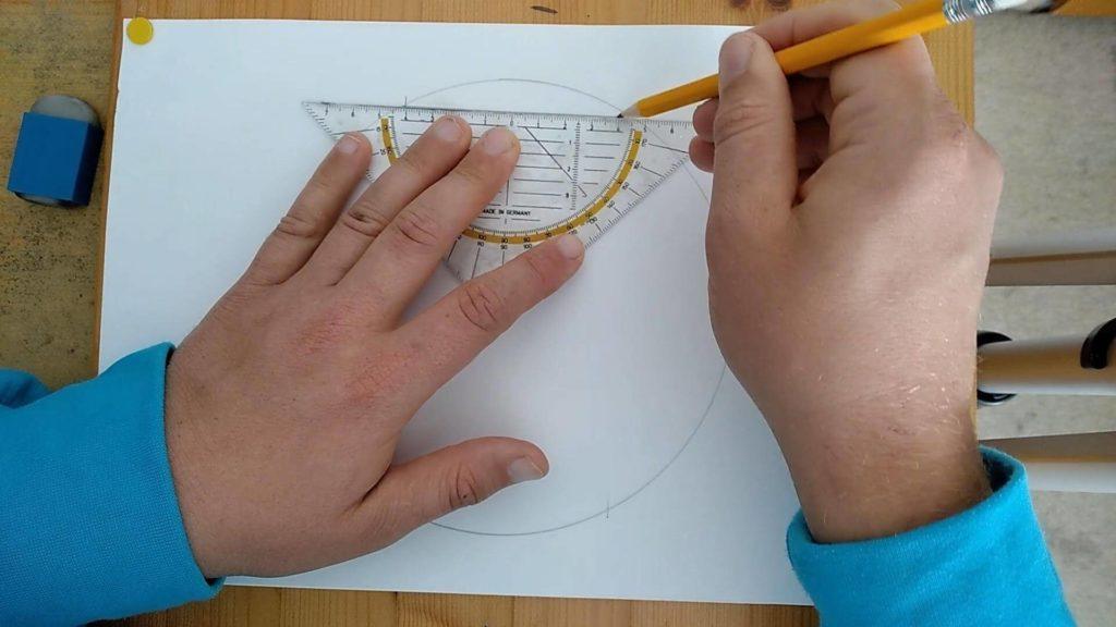 Bild von einem Kreis mit Markierungen, welche nun mit dem Geoedreick verbunden werden.