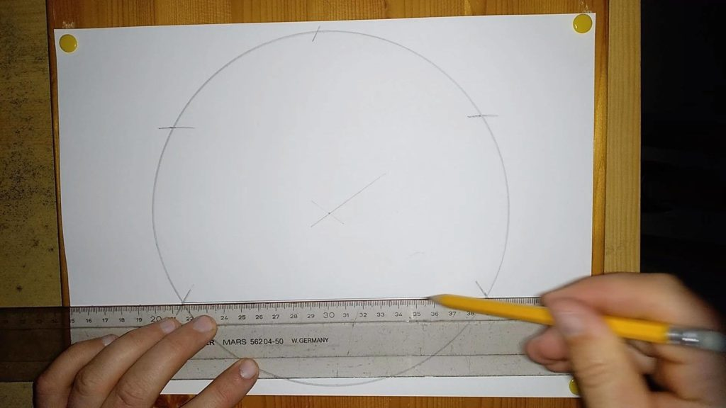Bild von einem Kreis mit Markierungen, welche nun mit einem Linieal verbunden werden. Anleitung: eine Pyramide zeichnen