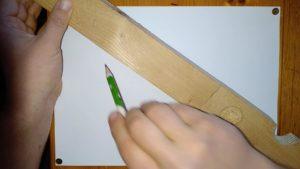 Holzlatte auf Papier, Tutorial Dreifaltigkeitsknoten, Knotenblume