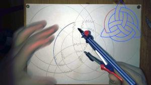 Kreislinien werden mit Filzstift Zirkel nachgezogen Anleitung: einen keltischen Knoten zeichnen
