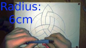 Zirkel wird neu eingestellt Anleitung: einen keltischen Knoten zeichnen, Tutorial keltischer Dreieicksknoten, Knotenmuster