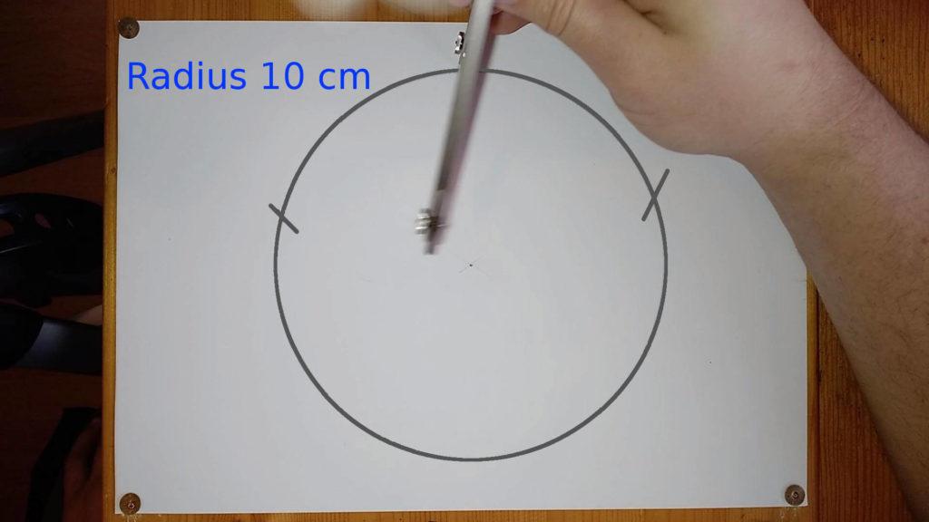 Bild von einem Zirkel, welcher zum Markieren verwendet wird